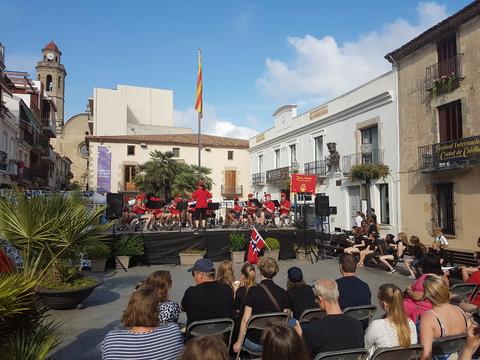 Sommertur under spansk sol: Jaer fra Nesodden hadde konsert før oss.