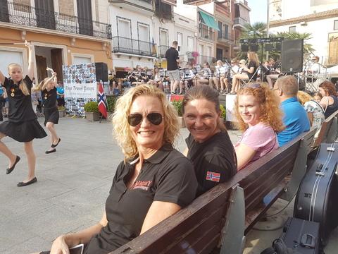 Sommertur under spansk sol: Kjentfolk på konsert i Spania