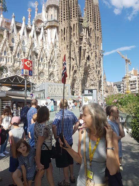 Spania del 2: Vår svenske guide forteller om La Familia Sagrada.