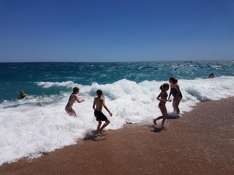 Spania del 2: Gøy å leke med bølgene