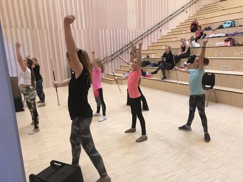 Kjendis-seminar på Solberg: Drillerne øvde i auditoriet