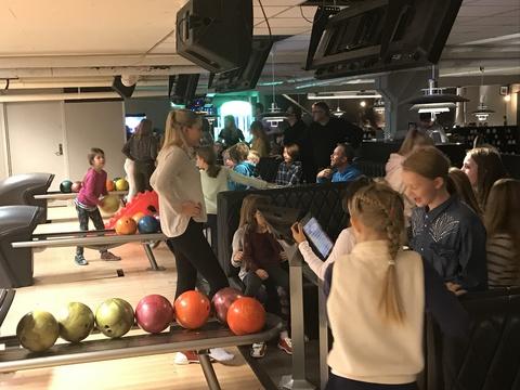 Velfortjent 'øvelse' på Ski Bowling: Stort engasjement på alle banene