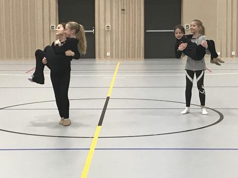 Hyggelig årsfest på Solberg skole: Her en annen øvelse