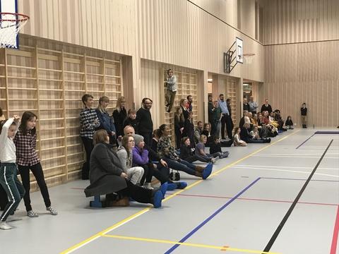 Hyggelig årsfest på Solberg skole: Stort publikum så på de flinke jentene
