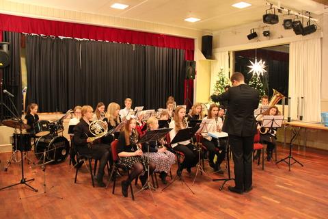 Hyggelig juleavslutning på Liahøy: HK og juniorer i samspill med Tre nøtter til Askepott