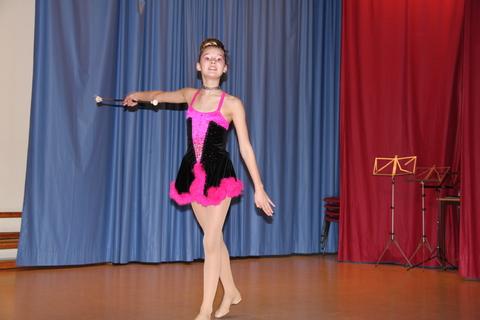 Vellykket Årsfest på Nordby skole: Thea åpnet underholdningen med flott drilldans