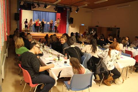 Vellykket Årsfest på Nordby skole: Hovedkorpset spiller opp for gjestene