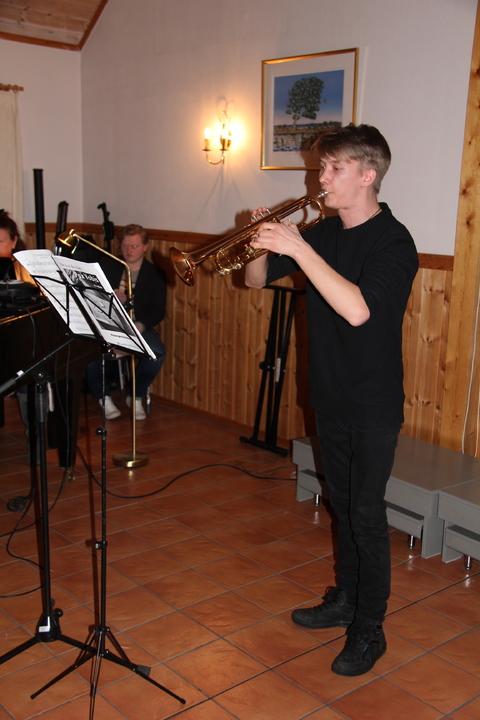 Hyggelig vårkonsert i menighetshuset: Martin spiller solo