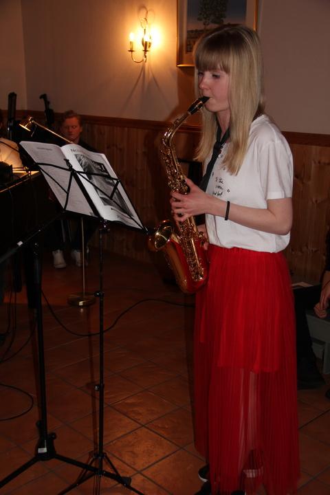 Hyggelig vårkonsert i menighetshuset: Celine stilte også opp med et solonummer