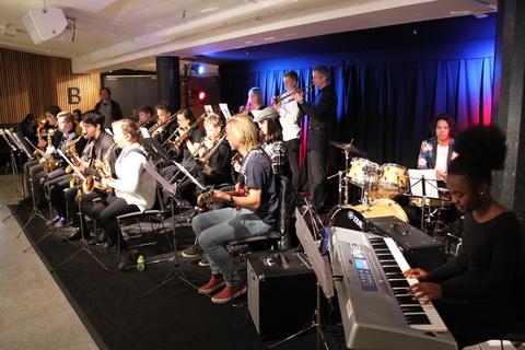Vel gjennomført Kjendiskonsert: BÅB varmet opp med feiende rytmer og godt driv før konserten
