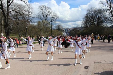 Bildene fra Jubileumsparaden er tilgjengelige