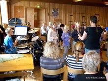 Bilder fra Slora 27-28/8: Bjørn Ivar holder en jevn og fin takt på trommer for sine juniorvenner.