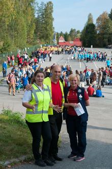Meget vellykket første dag på TusenFryd: Merete, Bård og Marie-Louise er klare til å åpne portene.