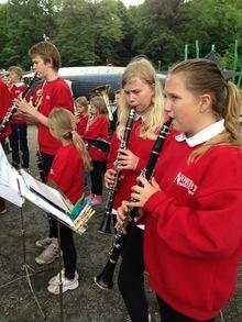 Vi inntok Gøteborg: Klarinettene og resten av korpset i gang med konserten i lett regnvær.
